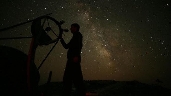 Auf der vielleicht dunkelsten Insel des Mittelmeers findet im September ein besonderes Teleskoptreffen statt, zu dem auch deutsche Sternfreunde eingeladen sind. [A. Mohar]