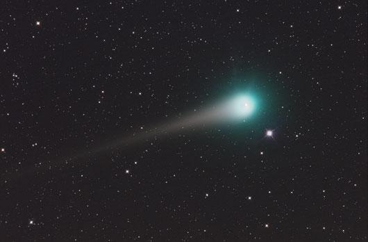 """Komet Lulin am 25.2.2009, 2:16:00 MEZ, 6""""-Astrograph bei 500mm, EOS 40D, ISO 1600, 15×2min. [Georg Zeitler]"""