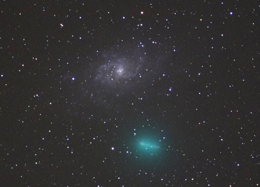 "Komet 8P/Tuttle passierte M 33 am 30.12.2007. 3""-Refraktor bei 360mm, EOS 20Da, 32×30s, 1600 ISO. [Sighard Schräbler]"