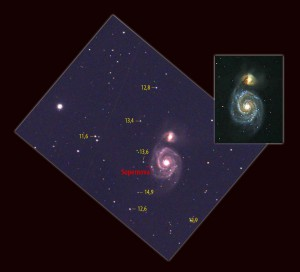 Diese Aufnahme der Supernova entstand bereits vor der eigentlichen Entdeckung am 1. Juni um 22:51 UTC beim Testen einer CCD-Kamera, – wurde aber leider erst mit älteren Bildern der Galaxie verglichen, als die Kunde von der Entdeckung schon die Runde machte. Die Helligkeiten der Vergleichssterne sind visuelle AAVSO-Helligkeiten. [Heiko Blödorn und Oliver Homberg]