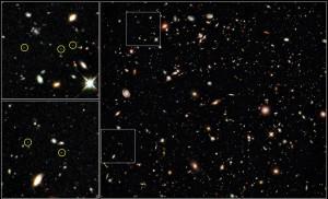 Das tiefste Bild des Universums, das jemals aufgenommen wurde: das Hubble Ultra Deep Field Ende August 2009 mit der neuen Kamera WFC3 des HST im nahen Infrarot, insgesamt 48 Stunden lang. Die Farben R, G und B entsprechen 1,6μm, 1,3μm und 1,1μm Wellenlänge; die schwächsten gerade noch nachweisbaren Galaxien - in Ausschnitten links markiert - haben Rotverschiebungen um 8, d.h. ihr Licht war 13 Milliarden Jahre unterwegs zu uns. [NASA, ESA, G. Illingworth (UCO/Lick Observatory and University of California, Santa Cruz) and the HUDF09 Team]