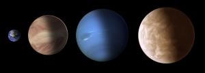 Künstlerischer Größenvergleich der Erde (links) mit Gliese 1214b (2.v.l.); Neptun und Gliese 436b (rechts) [NASA & ESA, STScI-PRC14-06b]