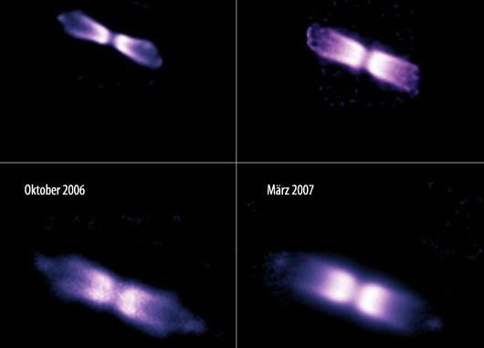 Die Entwicklung der bipolaren Hülle des Sterns V445 Puppis über zwei Jahre, aufgenommen mit dem NACO-Instrument des Very Large Telescope. Während die Hülle mit 6500km/s expandiert, sind die zwei Knoten außen sogar 8500km/s schnell. Eine dicke Staubscheibe verwehrt den Blick auf das Sternpaar, das für alles verantwortlich ist. [ESO]