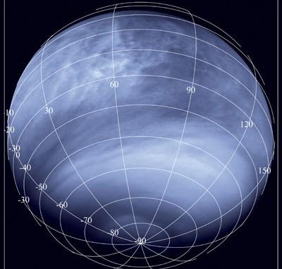 Die Venus aus 30000km Abstand, aufgenommen mit der Venus Monitoring Camera des Venus Express bei 365nm Wellenlänge: Der mysteriöse UV-absorbierende Stoff sorgt für kontrastreiche Wolkenmuster; die im Text beschrieben Veränderungen mit dem Äquatorabstand sind gut zu erkennen. [ESA/MPS/DLR/IDA]