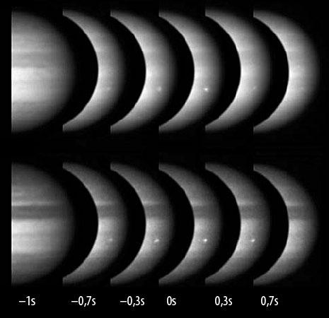 Der Juni-Impakt, wie ihn Anthony Wesley (oben) und Christopher Go aufzeichneten: 10 bzw. 5 Videobilder wurden jeweils aufaddiert, so dass die hier synchronisierten Summenbilder 0,17 bzw. 0,09s lang belichtet sind. [Hueso et al.]