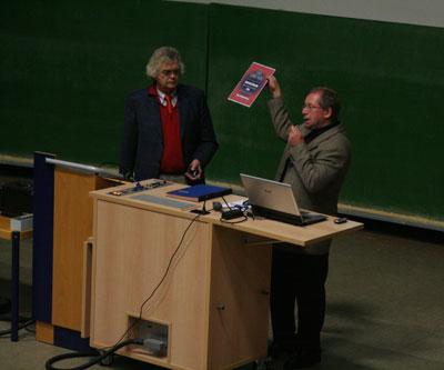 Der VdS-Vorsitzende Otto Guthier mit Referent Eberhard Bredner bei der Verleihung der VdS-Medaille.