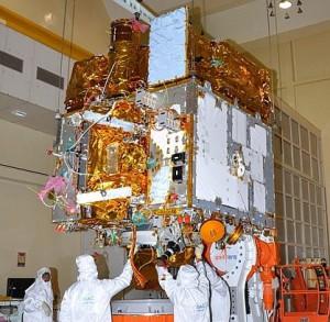 Keine Kleinigkeit: Indiens erstes Weltraumobservatorium ASTROSAT bei den Startvorbereitungen. [ISRO]