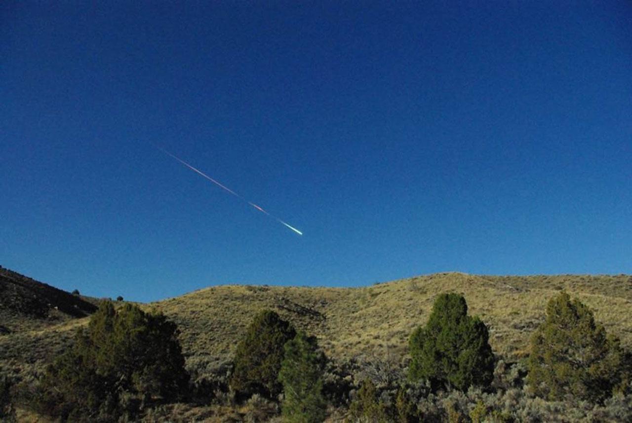 Eine der ganz wenigen Aufnahmen der Tages-Feuerkugel vom 22. April, entstanden bei Reno in Nevada. [Lisa Warren via Jet Propulsion Laboratory]