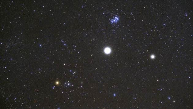 Jupiter steht wieder im Stier zwischen Hyaden und Plejaden, wie zuletzt vor elf Jahren im Januar 2001. [Bernd Koch]