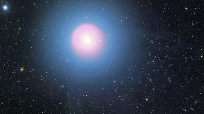 Komet 17P/Holmes ist derzeit ein beeindruckend helles Objekt. 1.11., 315/1040-Astrograph, Sigma 6303 CCD-Kamera, 3×90s (L), 1min (R), 1min (G), 90s (B). [Michael Jäger, Gerald Rhemann]
