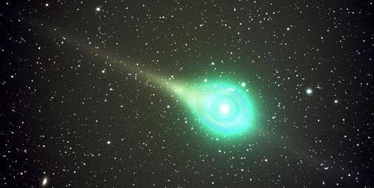 Komet Lulin am 18.2.2009 mit Schweif und Gegenschweif. [Jack Newton]