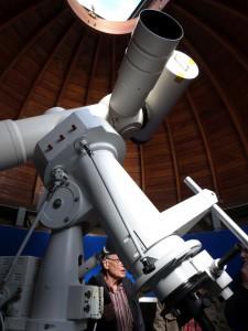 Der 150/2250-Coudé-Refraktor der Astronomischen Station Rostock aus dem Jahr 1965. [M. Holl]