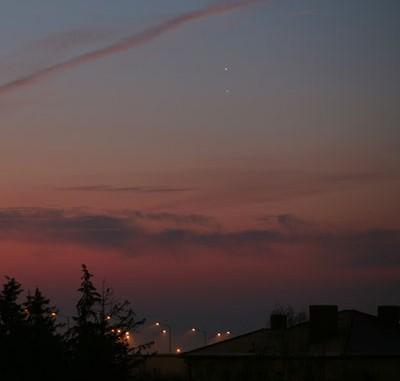 Venus und Jupiter am Morgen des 1.2.2008 über dem Morgenhimmel. Canon EOS 5D. [Peter Wienerroither]