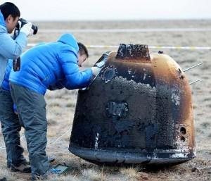 Die Kapsel von Xiaofei kurz nach der Landung in der Inneren Mongolei am Morgen des 1. November. [Xinhua/Ren Junchuan]