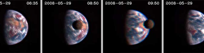 Transit des Mondes vor der Erde, aufgenommen von der Raumsonde EPOXI am 29. Mai aus 50 Millionen Kilometern Entfernung [Donald J. Lindler, Sigma Space Corporation/GSFC; EPOCh/DIXI Science Teams]