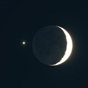 Venus wird am 26. Februar 0,6° nördlich des Mondes zu sehen sein. Im Dezember 2008 stand der nachbarplanet sogar noch näher am zunehmenden Mond. [Peter Wienerroither]