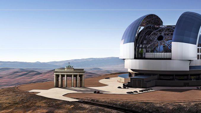 Künstlerische Darstellung des European Extremely Large Telescope (E-ELT) im Vergleich mit dem Brandenburger Tor - die ESO hat heute den Vertrag zum Bau von Teleskop-Struktur und Schutzbau mit einem Industrie-Konsortium unterzeichnet. [ESO]