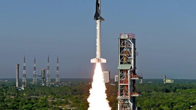 Der Start des ersten Reusable Launch Vehicle Technology Demonstrator (RLV-TD) heute früh um 7 Uhr Ortszeit - 3:30 MESZ - im  Satish Dhawan Space Centre im indischen Sriharikota. [ISRO]