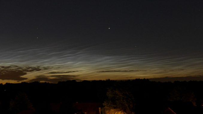 Leuchtende Nachtwolken am Abend des 10. Juli 2015