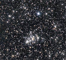 Abb.: Der offene Sternhaufen 103 im Sternbild Kassiopeia. Peter Knappert