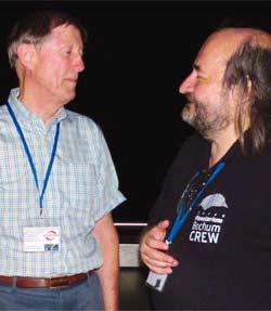 Robert Williams (l.) und Daniel Fischer (r) im Gespräch