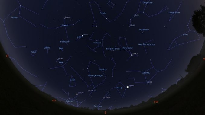 Astrovorschau Juli: Blick an den Abendhimmel am 1.7.2018 um 23:00 MESZ.
